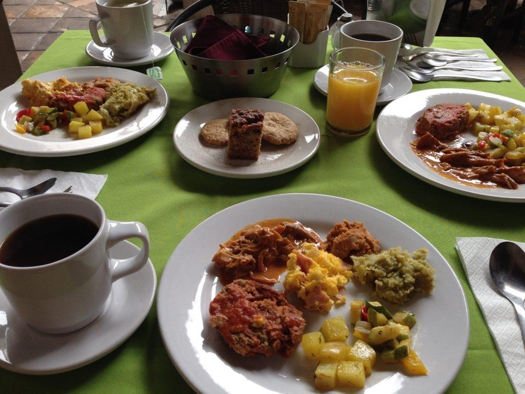 ビュッフェ形式の朝食